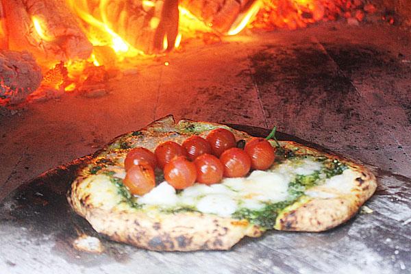 Spicy coriander pesto pizza