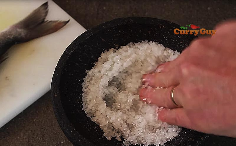 Salting the Thai salt crust fish