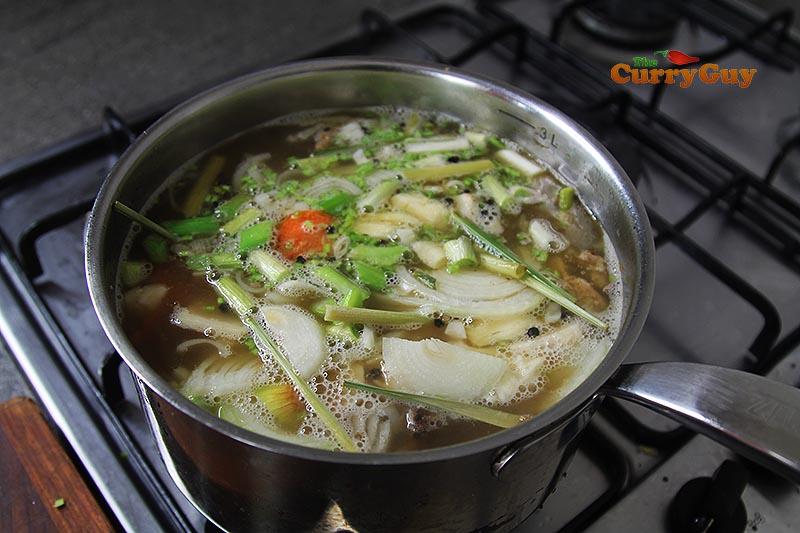 Adding vegetables to pork broth