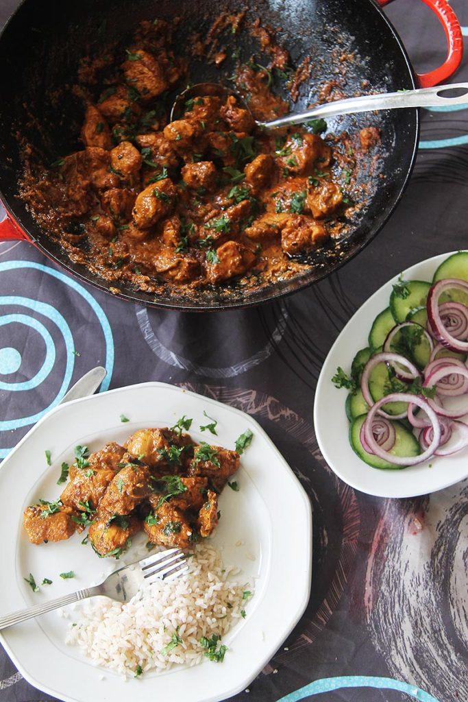 Making cumin chicken curry