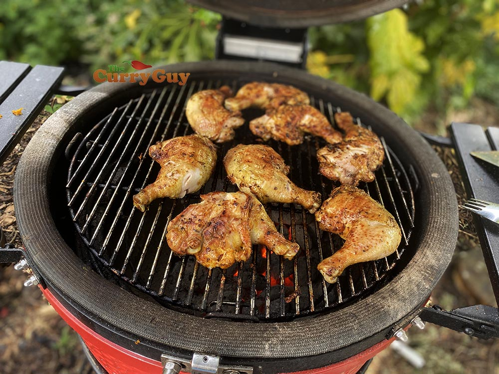 Barbecuing grilled chicken