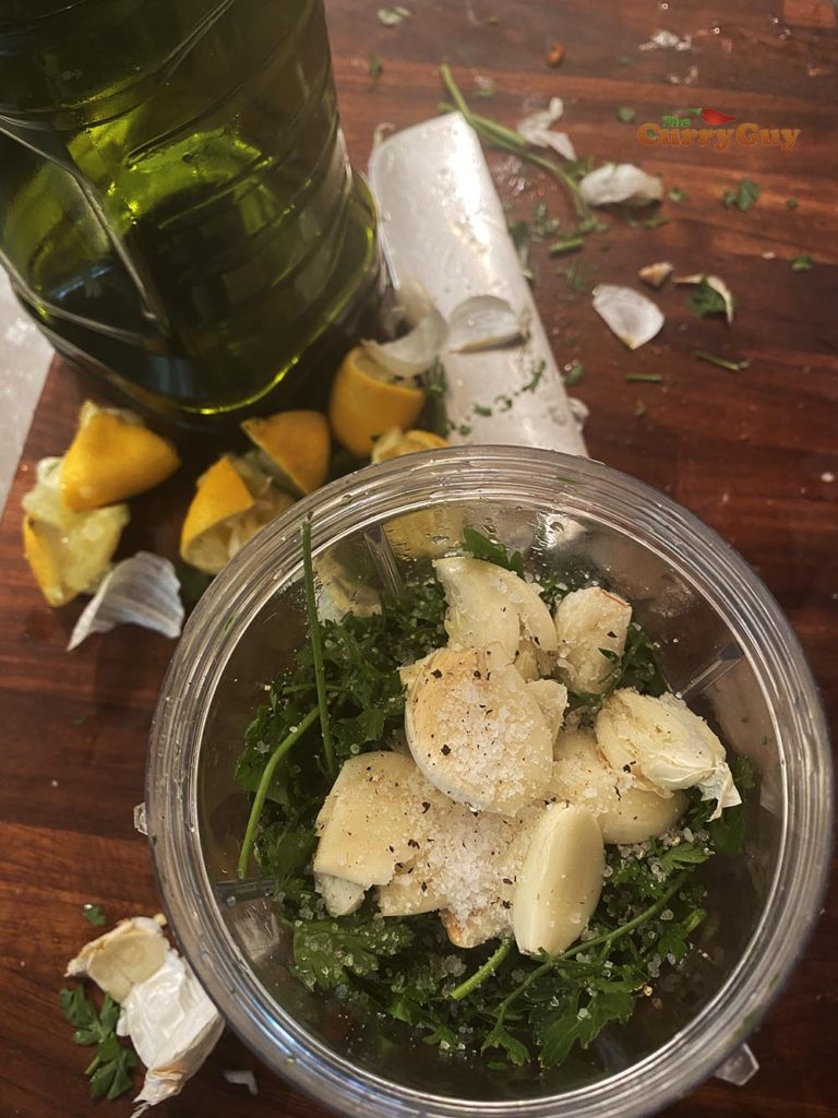 Parsley and garlic sauce for traditional paella