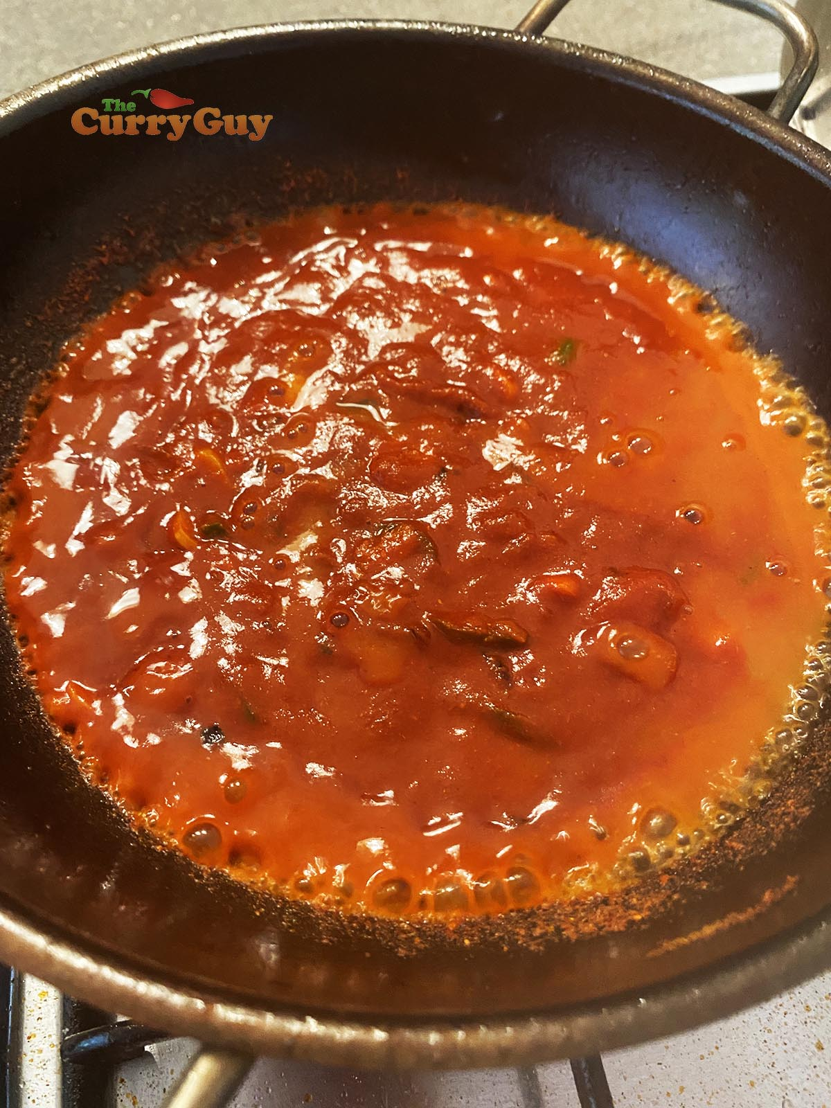 Adding base sauce to curry.